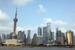 Vista dell'orizzonte di Shanghai Pudong da Bund - immagine stock