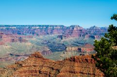 Vista dell'orlo del sud del ` s di Grand Canyon da Mather Point immagine stock libera da diritti