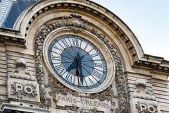 Vista dell'orologio di parete nel museo di Orsay del ` di D, Parigi, Francia Immagine Stock