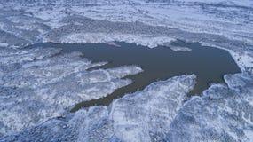 vista dell's-occhio del ` dell'uccello del fuco della diga di irrigazione Fotografie Stock