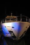 Vista dell'yacht con illuminazione del partito in spiaggia del sud Immagine Stock Libera da Diritti