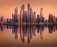 Vista della baia del porticciolo del Dubai dalla palma Jumeirah, UAE fotografia stock libera da diritti