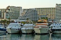 Vista della baia di Eilat con gli yacht immagine stock