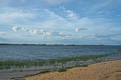 Vista della baia di Gardiners dal parco di stato della spiaggia di Oriente, Long Island, NY fotografia stock libera da diritti