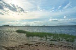 Vista della baia di Gardiners dal parco di stato della spiaggia di Oriente, Long Island, NY immagini stock libere da diritti