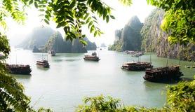 Vista della baia di Halong Fotografia Stock Libera da Diritti
