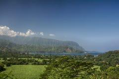 Vista della baia di Hanalei che guarda verso la costa del Na Pali, Kauai, Hawai Fotografia Stock Libera da Diritti
