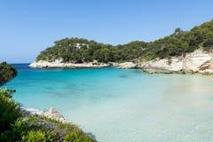 Vista della baia di Macarella e di bella spiaggia, Menorca, Isole Baleari, Spagna Immagine Stock Libera da Diritti