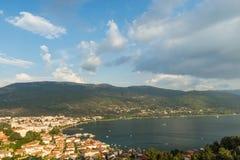 Vista della baia di Ocrida in Macedonia Fotografie Stock
