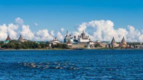 Vista della baia di prosperità dal mare Nella priorità alta, d Fotografie Stock