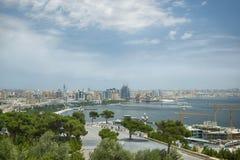 Vista della baia e del centro urbano, Bacu, Azerbaigian fotografia stock libera da diritti