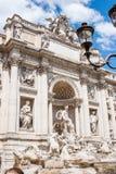 Vista della bandiera nazionale italiana davanti al della Patria di Altare Fotografia Stock Libera da Diritti