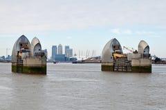 Vista della barriera del Tamigi a Londra Fotografia Stock