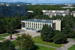 Vista della biblioteca Ostrovsky in Komsomol'sk-na-Amure, Russia Fotografie Stock Libere da Diritti