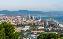Vista della cabina di funivia della città di Barcellona e linea costiera della Spagna Fotografia Stock