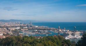 Vista della cabina di funivia della città di Barcellona e linea costiera della Spagna Immagine Stock Libera da Diritti