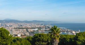 Vista della cabina di funivia della città di Barcellona e linea costiera della Spagna Immagini Stock Libere da Diritti