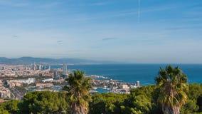 Vista della cabina di funivia della città di Barcellona e linea costiera della Spagna Fotografie Stock Libere da Diritti