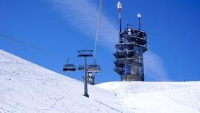 Vista della cabina di funivia dello sci e stazione sospese Titlis Immagini Stock Libere da Diritti