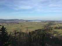Vista della campagna bavarese dal castello del Neuschwanstein, alpi bavaresi, Germania Fotografia Stock