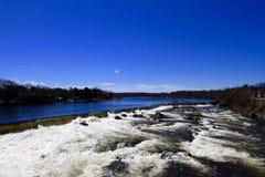 Vista della campagna e del fiume Immagini Stock