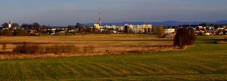 Vista della campagna e della stazione termale Franzensbad in repubblica Ceca con cielo blu Immagini Stock