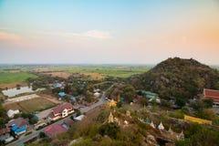 Vista della campagna della provincia della Tailandia Lopburi dal tempio buddista Fotografie Stock Libere da Diritti