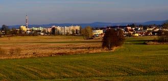 Vista della campagna in repubblica Ceca con cielo blu Immagini Stock Libere da Diritti