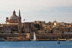 Vista della capitale di Malta, La Valletta dal lato della baia del mare fotografia stock