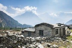 Vista della casa locale in montagne Himalayan, Nepal Fotografia Stock Libera da Diritti