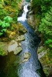 Vista della cascata dal ponte sospeso Fotografia Stock