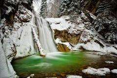 Vista della cascata di Casoca nell'inverno Fotografie Stock Libere da Diritti