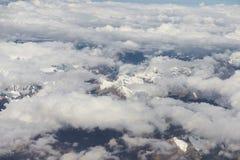 Vista della catena montuosa dell'Himalaya dalla finestra dell'aeroplano Volo nuovo di Delhi-Leh, India Fotografie Stock