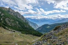 Vista della catena montuosa di Gran Paradiso nella valle d'Aosta, Italia Fotografia Stock