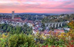 Vista della cattedrale, del ponte di Zaehringen e di Poya, Fotografie Stock
