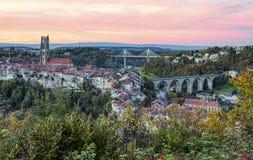 Vista della cattedrale, del ponte di Zaehringen e di Poya, Immagini Stock Libere da Diritti