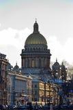 Vista della cattedrale del ` s della st Isaac dal quadrato del palazzo immagine stock libera da diritti