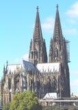 Vista della cattedrale di Colonia attraverso il Reno fotografia stock libera da diritti