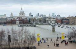 Orizzonte di Londra e la cattedrale di St Paul fotografie stock