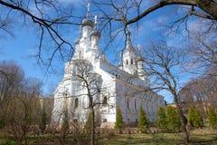 Vista della cattedrale di Vladimir Icon della madre di Dio su una festa dei lavoratori soleggiata Kronštadt, Russia Immagini Stock