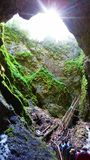 Vista della caverna con un flash di luce fotografia stock libera da diritti