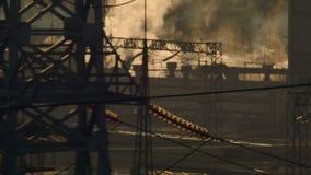 vista della centrale elettrica termica video d archivio