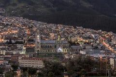 Vista della chiesa della basilica da Itchimbia immagini stock