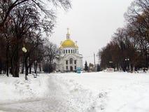 Vista della chiesa nel parco della cultura della città immagini stock libere da diritti