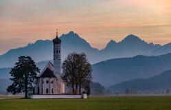 Vista della chiesa della st Coloman germany Tramonto fotografia stock libera da diritti