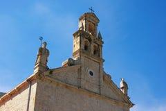 Vista della chiesa della st Nicholas Franciscan Monastery nella città di Prcanj, Montenegro fotografia stock