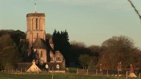 Vista della chiesa su una collina in Devon archivi video