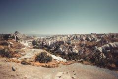 Vista della città antica della caverna di Nevsehir e di un castello di Uchisar immagine stock libera da diritti