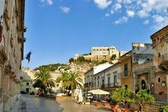 Vista della città barrocco di Scicli in Sicilia Immagini Stock Libere da Diritti