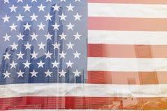 Vista della città con la bandiera degli Stati Uniti d'America Fotografia Stock
